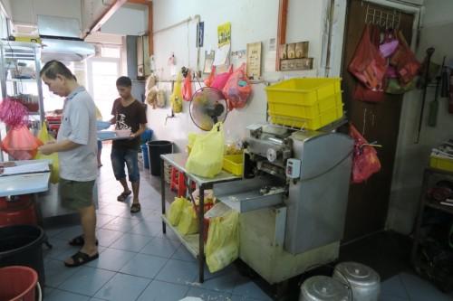 Kin Kin店内の製麺機