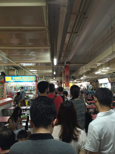 香港油鶏飯麺の列最後尾