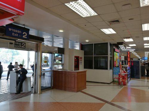 チェンマイ空港国内線到着ロビーでSIM購入_1