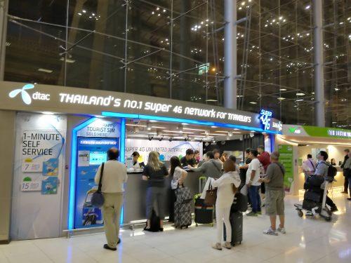 バンコクのスワンナプーム空港でプリペイドSIM購入