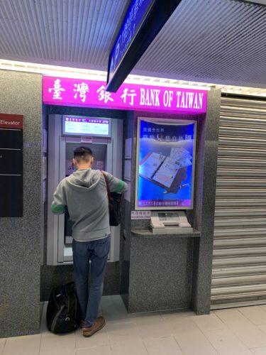 台北のATMでキャッシング_02
